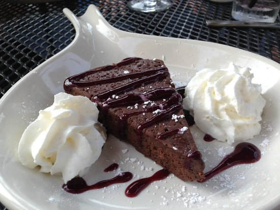 Hale Street Tavern: Flourless Chocolate Torte topped with blackberry coulis
