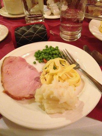 Bavarian Inn Restaurant: Pork Tenderloin, mashed potatoes, peas and noodles