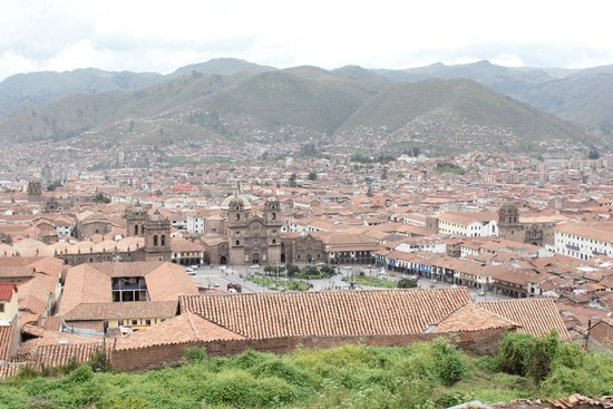 Plaza de Armas (Huacaypata): Plaza de Armas from afar