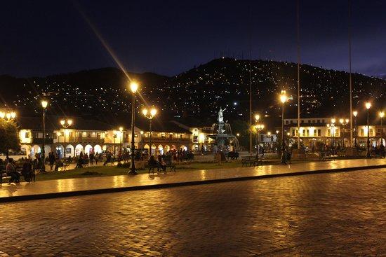Plaza de Armas (Huacaypata): Plaza de Armas at night