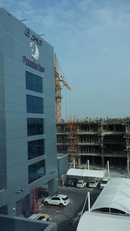 Premier Inn Abu Dhabi International Airport Hotel : The construction next to hotel. Might disturb you. for us it is ok