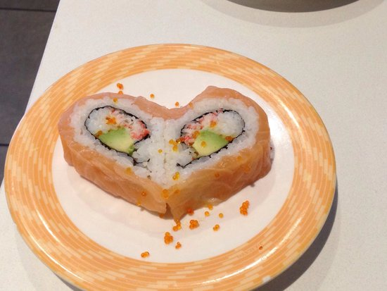 Sushi Experience Burwood: Salmon avocado - cute :)