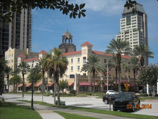 Hampton Inn and Suites St. Petersburg Downtown: A picture perfect hotel!