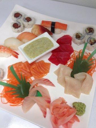 Phuket Thai Restaurant: Sushi and Sashimi deluxe!