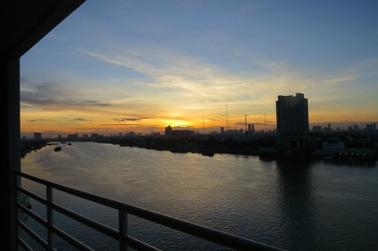 The Royal River Hotel : Sunset