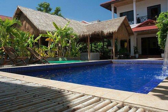 Green Village Angkor Hotel : Pool and Restaurant