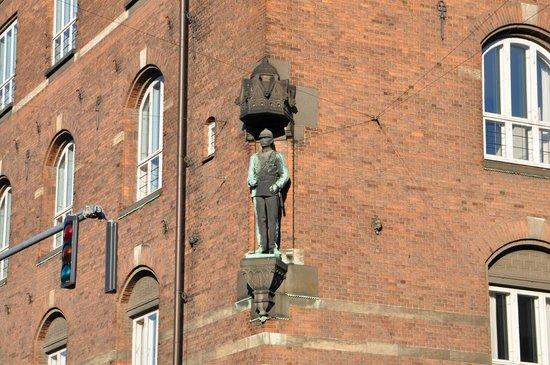 Rathaus Kopenhagen: Статуя