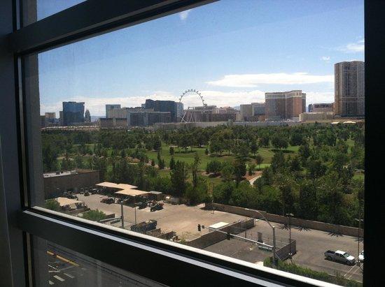 Renaissance Las Vegas Hotel : View of the strip