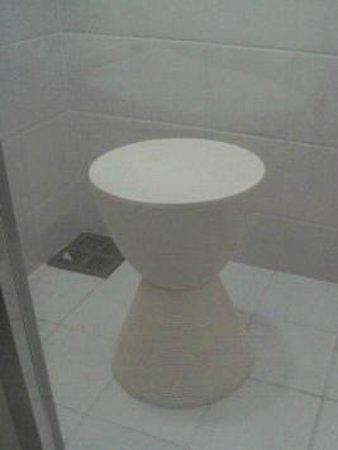 remm Akihabara: これがシャワールームの椅子