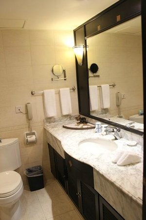 World Traders Hotel: Bathroom