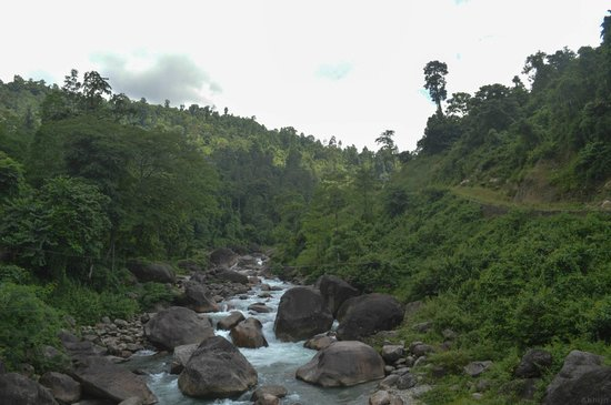 Samsing: murti river near rocky island