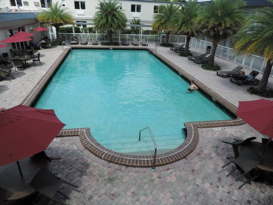 Ramada Miami Springs/Miami International Airport: Nice pool area