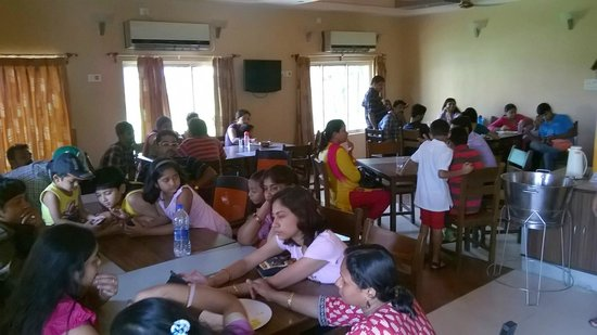 Anutri Beach Resort: waiting for lunch _ had a good time