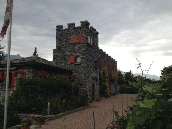 Colline de Daval : L'extérieur