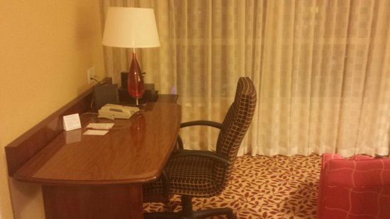 Vancouver Marriott Pinnacle Downtown Hotel: Work Desk
