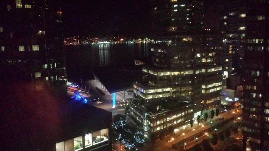 Vancouver Marriott Pinnacle Downtown Hotel: Night View from Room