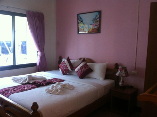 My Place @Surat Hotel: King bed