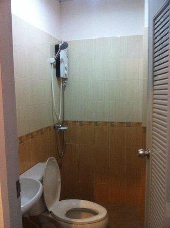 My Place @Surat Hotel: Bathroom