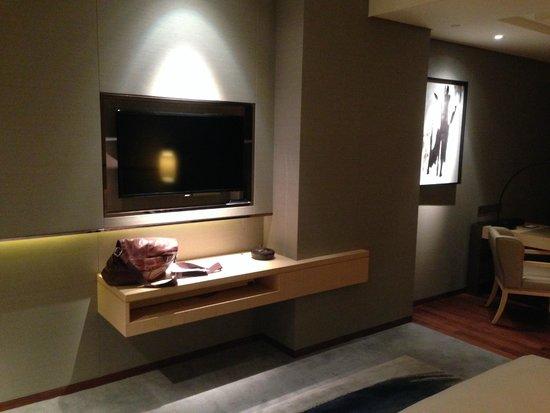 New World Beijing Hotel: TV Area