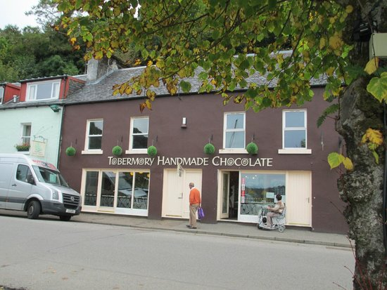 Tobermory Handmade Chocolate : Right in the main street - opposite the water