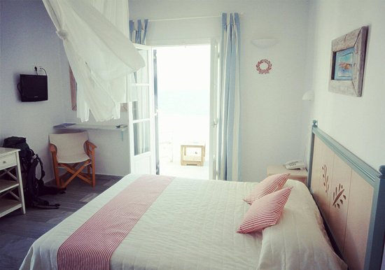 Cute room picture of paros bay hotel parikia tripadvisor for Cute hotel rooms
