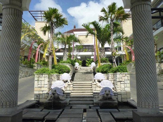 Grand Inna Kuta : Entrance to the hotel
