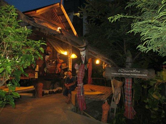 Siam Niramit: Rumah orang asli