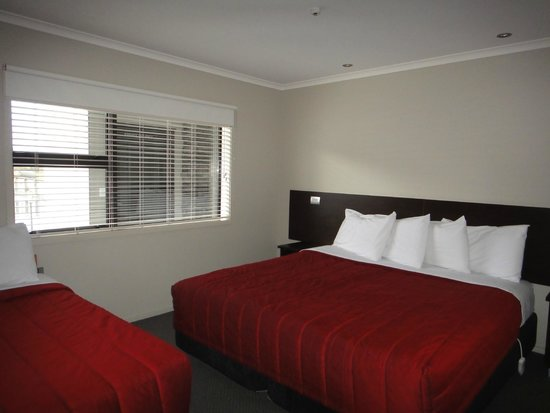 Amity Court Motel: bedroom 1