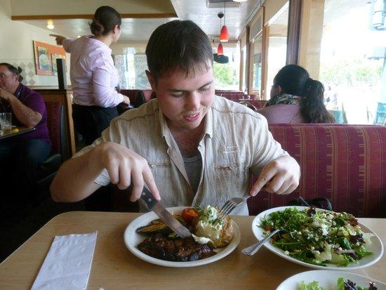 Coco's Restaurant: New Your Steak+ греческий салат