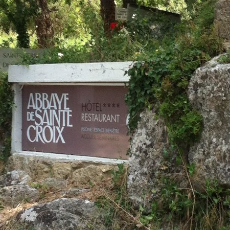 Garrigae Abbaye de Sainte Croix : L entrée