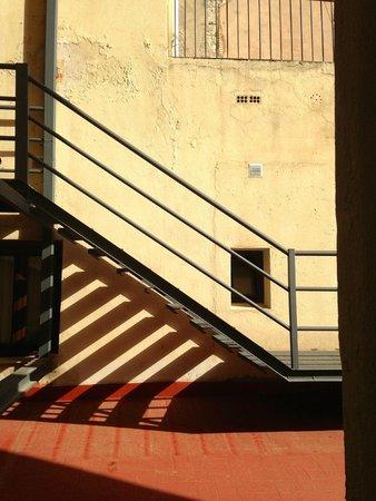 Hotel Arc La Rambla: вид из окна № 202, зато тишина!