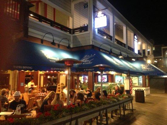 Pier Market Seafood Restaurant: Extérieur