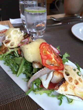 Bistro Alley : 熱海鮮沙拉