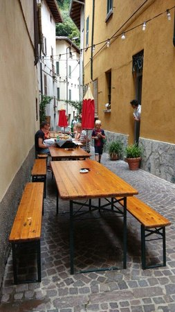 Pronto Pizza: Outdoor seating in summer