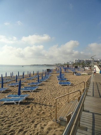 Vrissiana Beach Hotel: Beach area