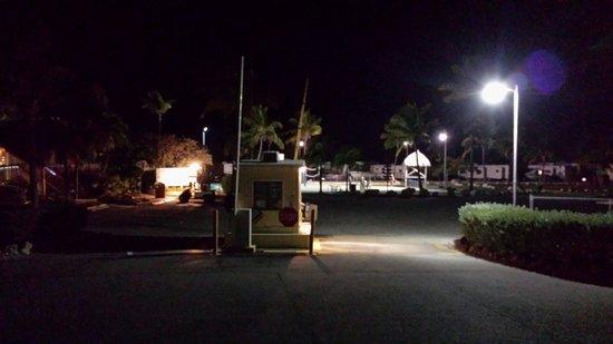 Sunshine Key RV Resort & Marina: Gate house. Entrance to park. Night view.