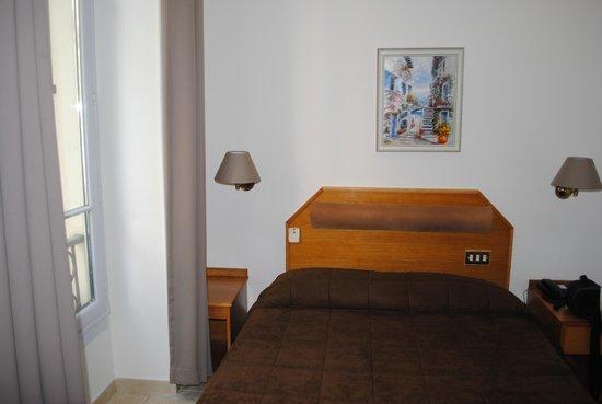 Hotel Parisien Nice : номер
