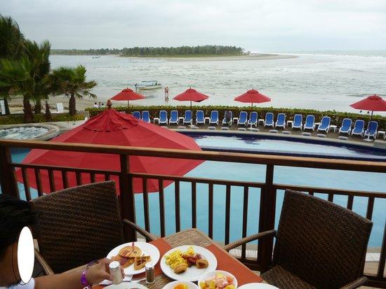 Royal Decameron Mompiche: Vista desde el restaurant buffet