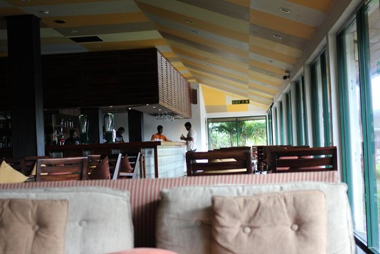 Bentota Beach by Cinnamon: Bar / Lounge