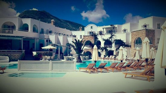 Aegean Plaza Hotel: Great view from the rooms on the ground floor (main pool area)