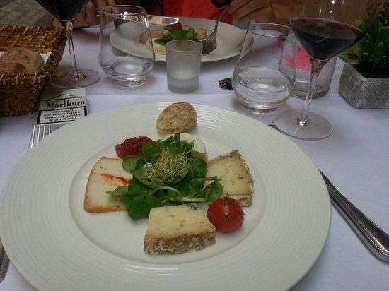 Lavault: Délicieuse assiette de fromages !