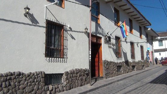 Hotel Taypikala Cusco: located on a narrow sloping street