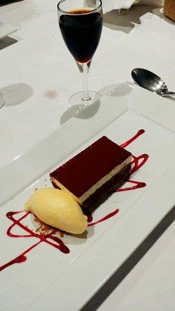 Meson de Dona filo: Tarta de chocolate con helado de mandarina, puffff ya no podiamos más pero estaba espectacular
