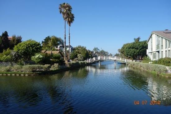 venice beach : maisons le long du canal