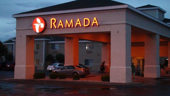 Ramada Williams/Grand Canyon Area: Ramada Williams by Night