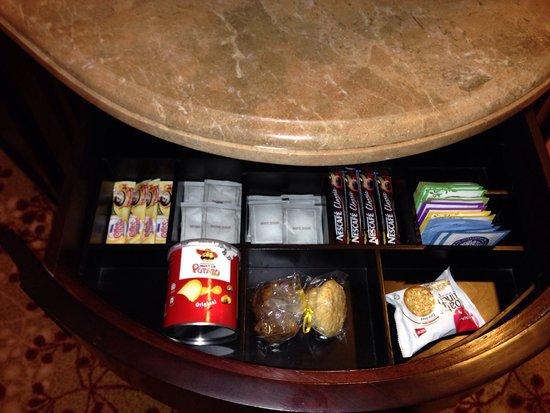 The Empire Hotel & Country Club: Mini bar