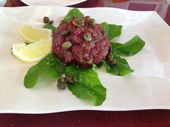 Oyster & Sushi Bar Bota: 鮪タタキをオリーブオイルとケィパー・レモンで