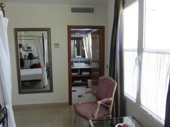 Atrium Hotel & Restaurant: Habitación 103