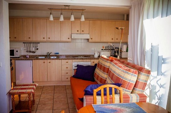 Casa Charlotte: 2nd floro apartment : Living room with kitchenette