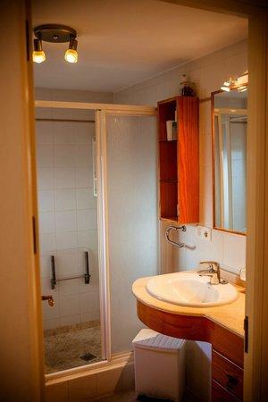 Casa Charlotte: Ground floor  apartment . Bathroom